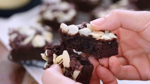 可可布朗尼 - 巧克力布朗尼蛋糕应该怎么切割呢 - 如何切割朗尼