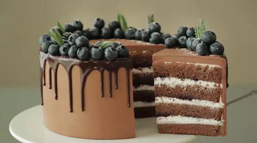 巧克力奶油蛋糕 - 如何切割巧克力奶油蛋糕 - 切割奶油蛋糕