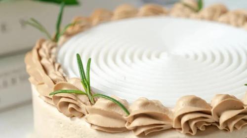 生椰拿铁千层 - 超声波蛋糕刀 - 杭州蛋糕切刀定制 - 驰飞超声波